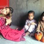 【衝撃】赤ん坊の頃転倒して首が90度曲がったまま成長したパキスタンの美少女、怖過ぎる・・・・・(画像、動画)