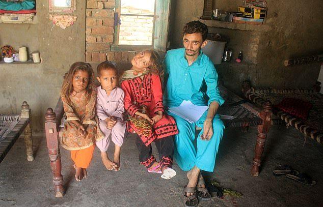 【衝撃】赤ん坊の頃転倒して首が90度曲がったまま成長したパキスタンの美少女、怖過ぎる・・・・・(画像、動画)・8枚目