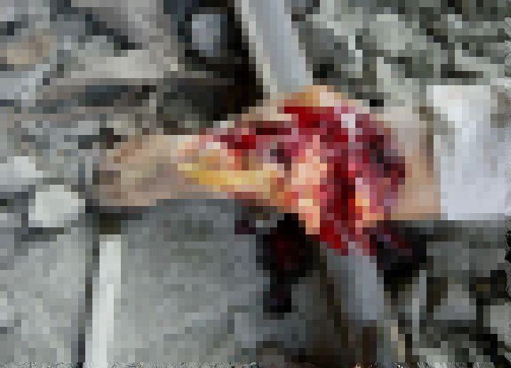 【グロ注意】貨物列車が通る線路に横たわって自殺を試みた女性、望み通りぐしゃっと即死する!!(画像)・2枚目