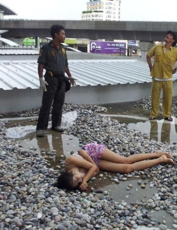【遺体注意】タイ女子高生の飛び降り自殺遺体、全く損傷してなくて綺麗過ぎると世界中で話題に・・・・・(画像)・1枚目