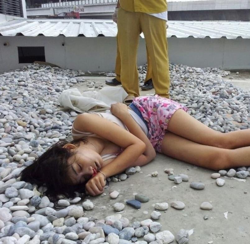 【遺体注意】タイ女子高生の飛び降り自殺遺体、全く損傷してなくて綺麗過ぎると世界中で話題に・・・・・(画像)・3枚目