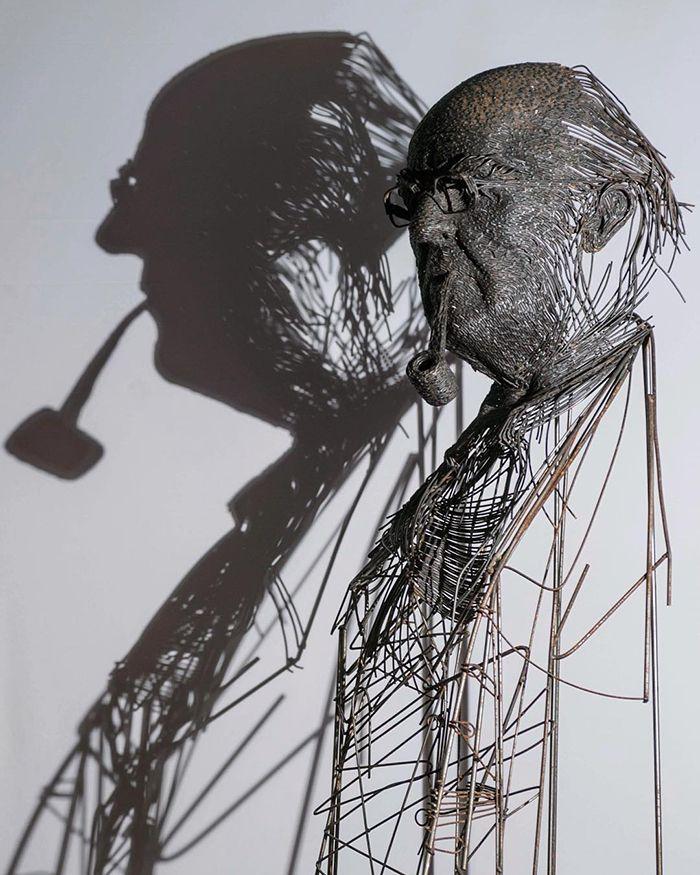 【厨二的】一本の鉄線を紡いで作られたワイヤーアート、クソカッコいい!!(画像30枚)・3枚目
