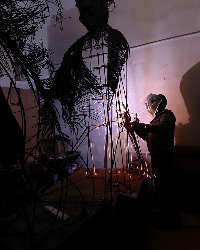 【厨二的】一本の鉄線を紡いで作られたワイヤーアート、クソカッコいい!!(画像30枚)・4枚目