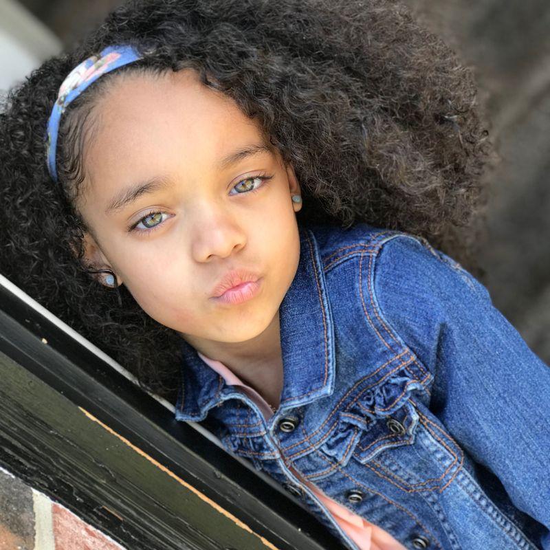 【本人公認】歌手のリアーナにそっくりな7歳の子役モデル美少女、確かに顔の作りそっくり!!・2枚目