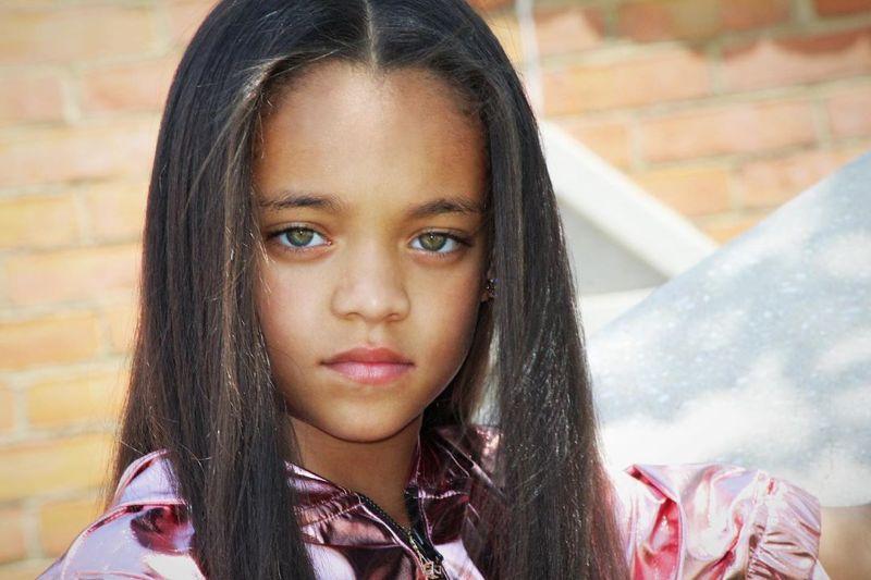 【本人公認】歌手のリアーナにそっくりな7歳の子役モデル美少女、確かに顔の作りそっくり!!・6枚目