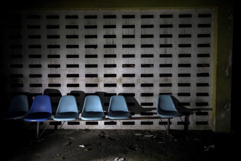 【ほぼホラー】ベネズエラの首都カラカスにある築100年以上経過した精神病院、これ廃病院に棲みついたホームレスじゃないのか・・・・・(画像)・2枚目