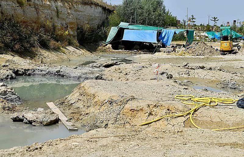 【ロマン】フランスで発掘された巨大な恐竜の大腿骨、足一本の膝下だけで重量500㎏とか!!・3枚目