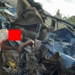 【悲惨】インドの高速で発生したコンテナトラックとSUVの衝突事故、運転手は即死な模様・・・・・(画像)