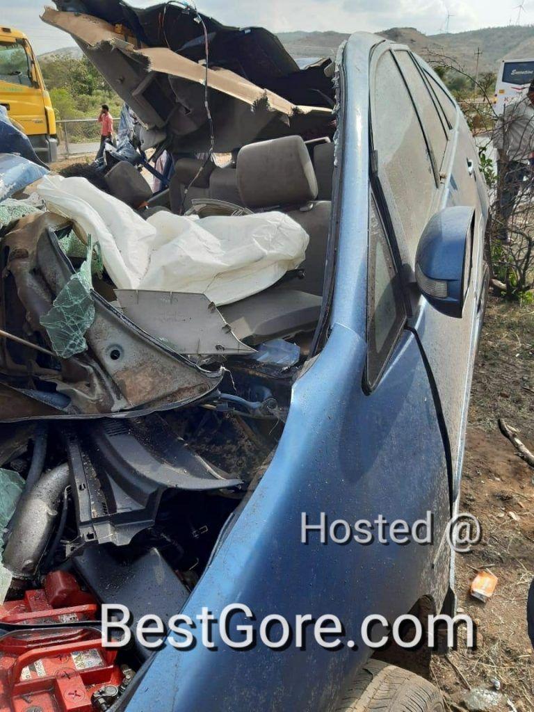 【悲惨】インドの高速で発生したコンテナトラックとSUVの衝突事故、運転手は即死な模様・・・・・(画像)・2枚目