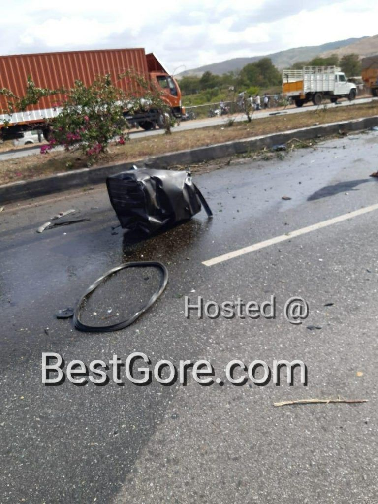 【悲惨】インドの高速で発生したコンテナトラックとSUVの衝突事故、運転手は即死な模様・・・・・(画像)・3枚目