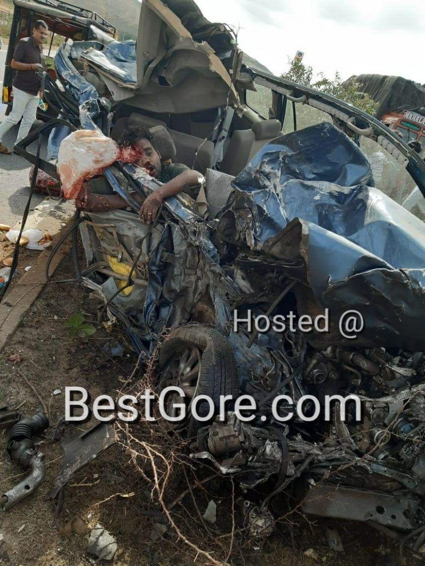 【悲惨】インドの高速で発生したコンテナトラックとSUVの衝突事故、運転手は即死な模様・・・・・(画像)・4枚目