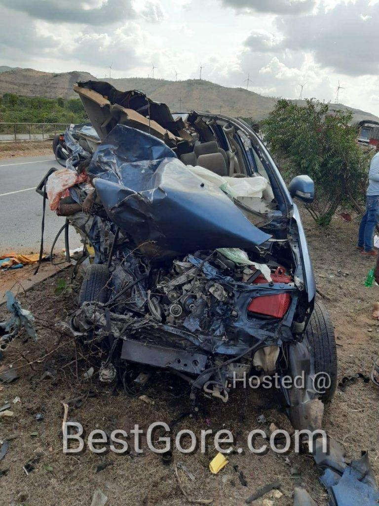 【悲惨】インドの高速で発生したコンテナトラックとSUVの衝突事故、運転手は即死な模様・・・・・(画像)・5枚目