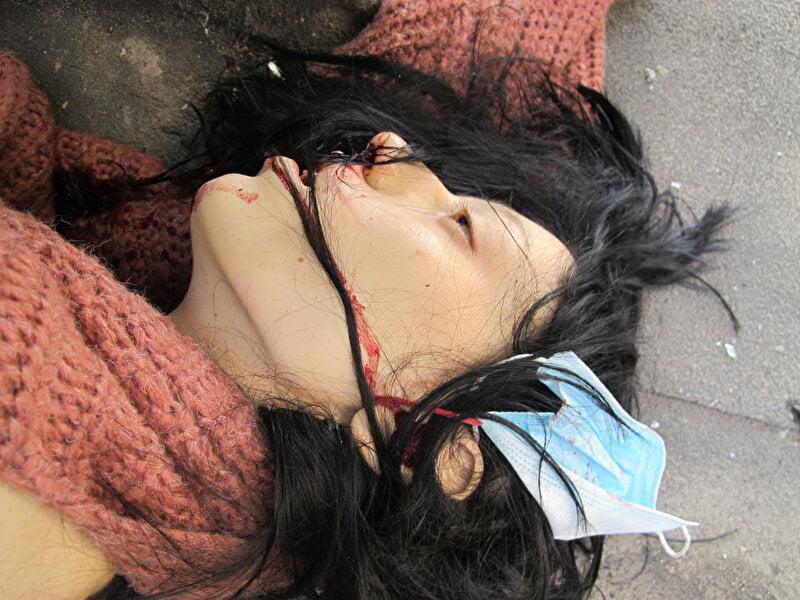 【遺体晒し】ロシアの飛び降り自殺女性、何故か飛び降り現場の写真とともに裸の検死画像まで晒される・・・・(画像)・3枚目