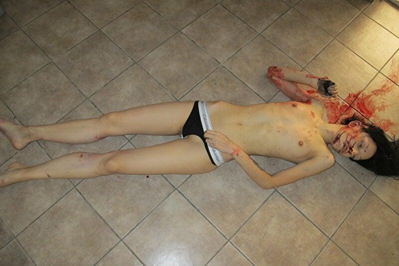 【遺体晒し】ロシアの飛び降り自殺女性、何故か飛び降り現場の写真とともに裸の検死画像まで晒される・・・・(画像)・5枚目