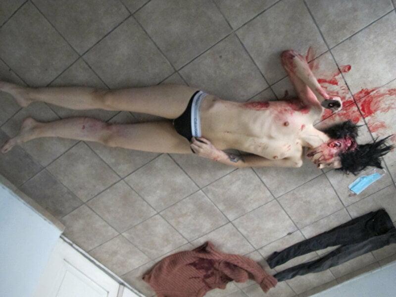 【遺体晒し】ロシアの飛び降り自殺女性、何故か飛び降り現場の写真とともに裸の検死画像まで晒される・・・・(画像)・6枚目