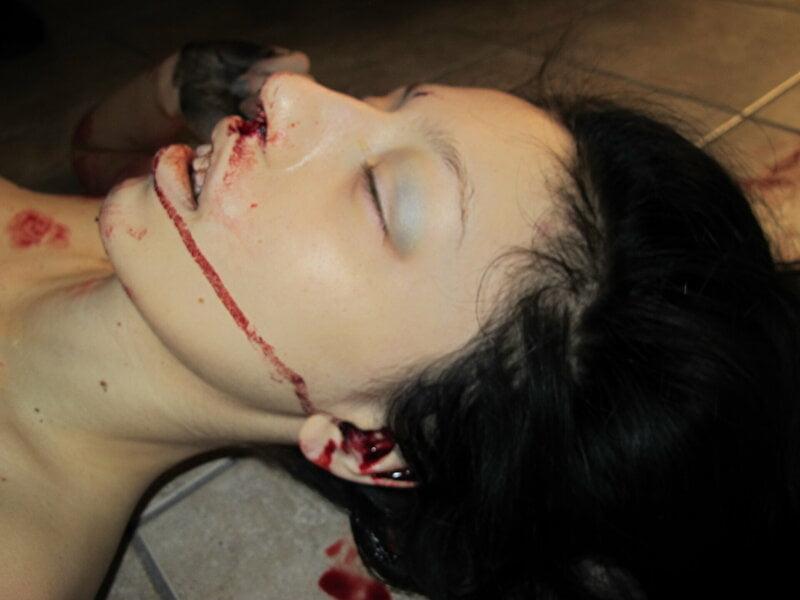 【遺体晒し】ロシアの飛び降り自殺女性、何故か飛び降り現場の写真とともに裸の検死画像まで晒される・・・・(画像)・8枚目