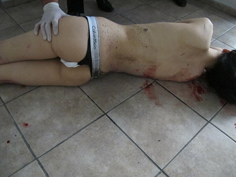 【遺体晒し】ロシアの飛び降り自殺女性、何故か飛び降り現場の写真とともに裸の検死画像まで晒される・・・・(画像)・9枚目