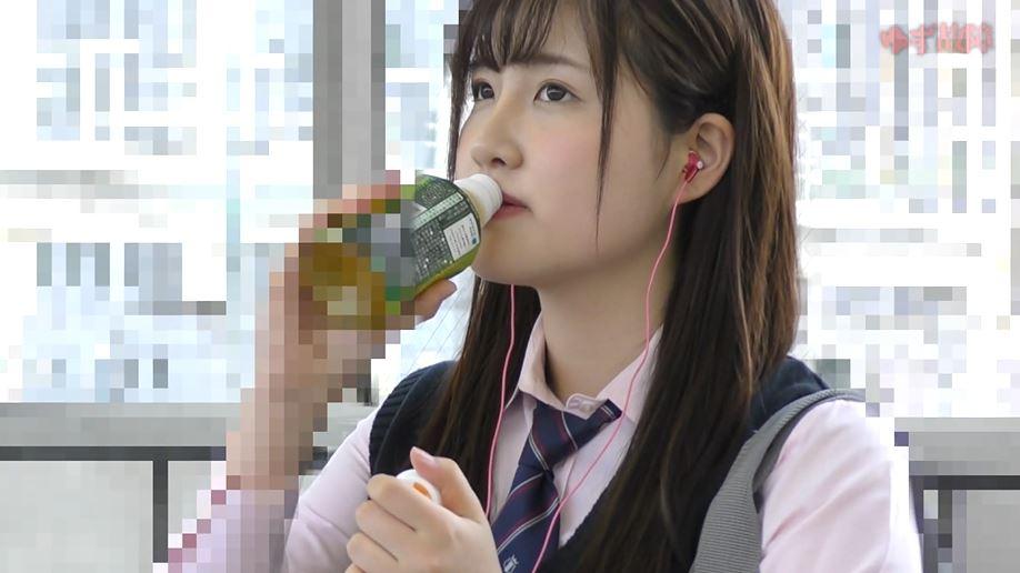 【動画】日本の電車内がどれだけ危険かわかる痴漢映像。。・11枚目