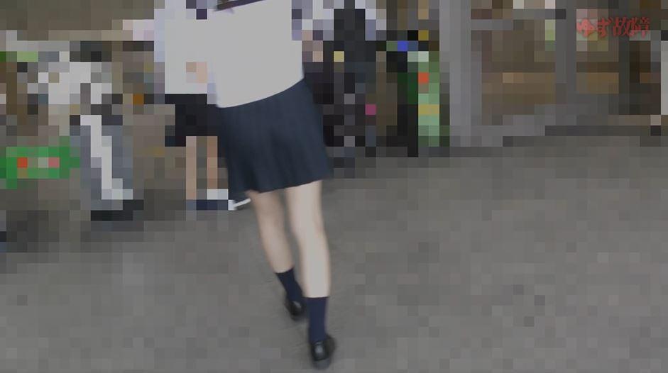【痴漢映像】狙われたJKの盗撮映像で中出しされてるシーンがあるんだが・・・・2枚目
