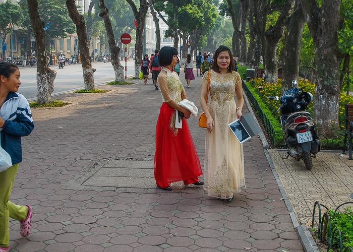 【街撮りスナップ】民族衣装アオザイ以外にもエロくて美人が多いベトナムまんさんの街撮り画像(画像あり)・2枚目