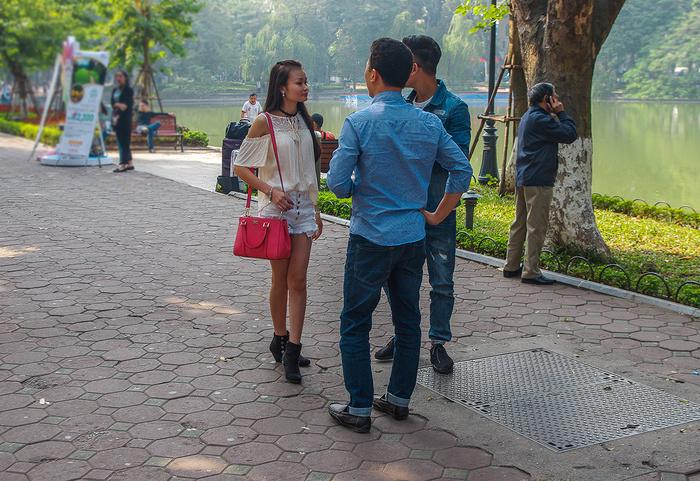 【街撮りスナップ】民族衣装アオザイ以外にもエロくて美人が多いベトナムまんさんの街撮り画像(画像あり)・4枚目
