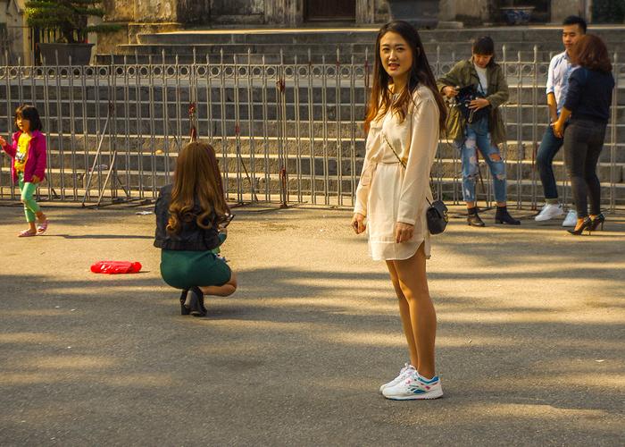 【街撮りスナップ】民族衣装アオザイ以外にもエロくて美人が多いベトナムまんさんの街撮り画像(画像あり)・5枚目