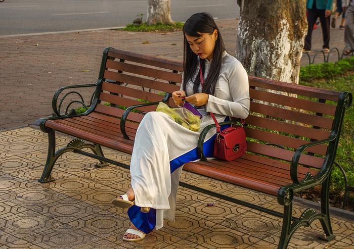 【街撮りスナップ】民族衣装アオザイ以外にもエロくて美人が多いベトナムまんさんの街撮り画像(画像あり)・8枚目