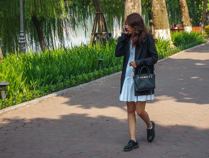 【街撮りスナップ】民族衣装アオザイ以外にもエロくて美人が多いベトナムまんさんの街撮り画像(画像あり)・14枚目