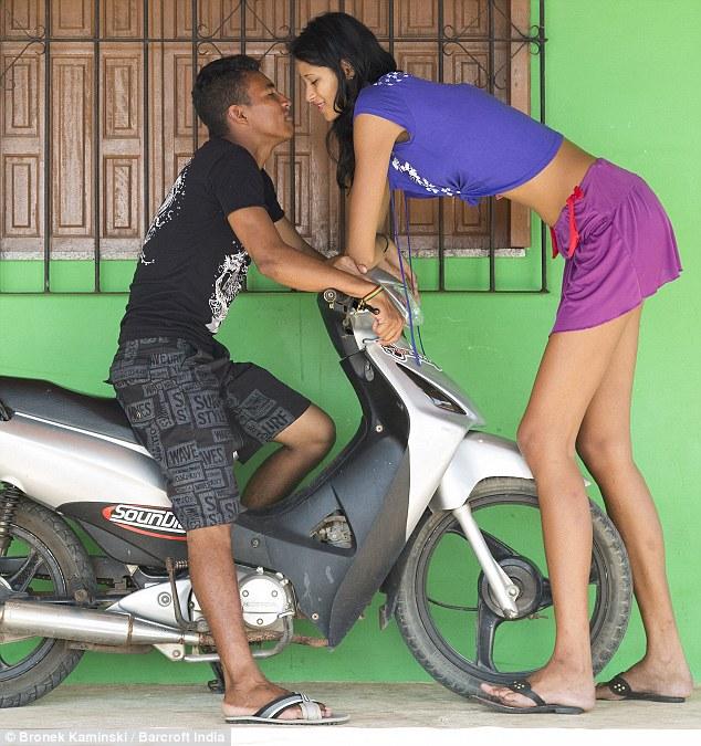 【祝福】ブラジルに住む身長2m5cmの美女、身長差40cmの旦那と幸せそうな結婚!!(画像)・3枚目
