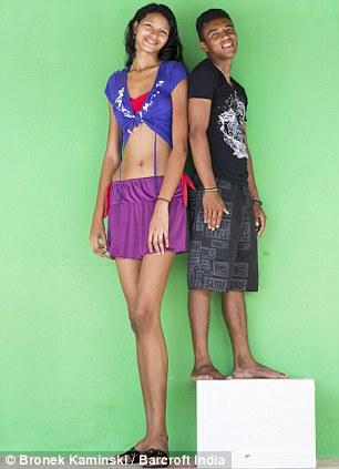 【祝福】ブラジルに住む身長2m5cmの美女、身長差40cmの旦那と幸せそうな結婚!!(画像)・4枚目