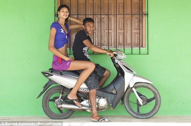 【祝福】ブラジルに住む身長2m5cmの美女、身長差40cmの旦那と幸せそうな結婚!!(画像)・5枚目