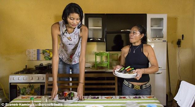 【祝福】ブラジルに住む身長2m5cmの美女、身長差40cmの旦那と幸せそうな結婚!!(画像)・6枚目