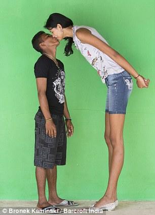 【祝福】ブラジルに住む身長2m5cmの美女、身長差40cmの旦那と幸せそうな結婚!!(画像)・7枚目