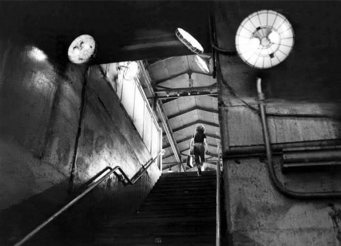 【危険地帯】1970年代NYの地下鉄で撮影されたフォトグラフィー、治安ヤバ過ぎだろ・・・・(画像)・6枚目