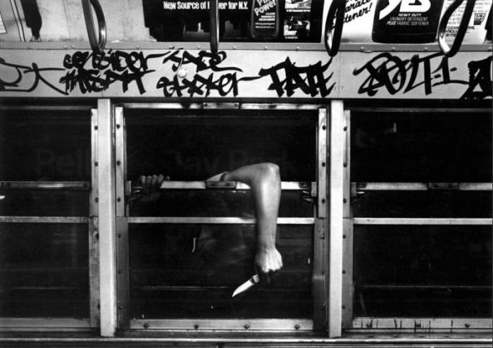 【危険地帯】1970年代NYの地下鉄で撮影されたフォトグラフィー、治安ヤバ過ぎだろ・・・・(画像)・9枚目
