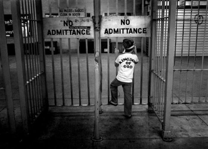 【危険地帯】1970年代NYの地下鉄で撮影されたフォトグラフィー、治安ヤバ過ぎだろ・・・・(画像)・12枚目