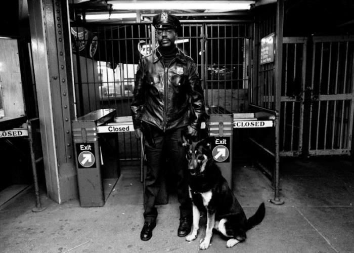 【危険地帯】1970年代NYの地下鉄で撮影されたフォトグラフィー、治安ヤバ過ぎだろ・・・・(画像)・13枚目