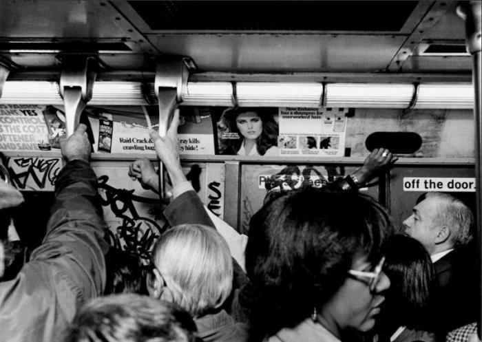 【危険地帯】1970年代NYの地下鉄で撮影されたフォトグラフィー、治安ヤバ過ぎだろ・・・・(画像)・14枚目