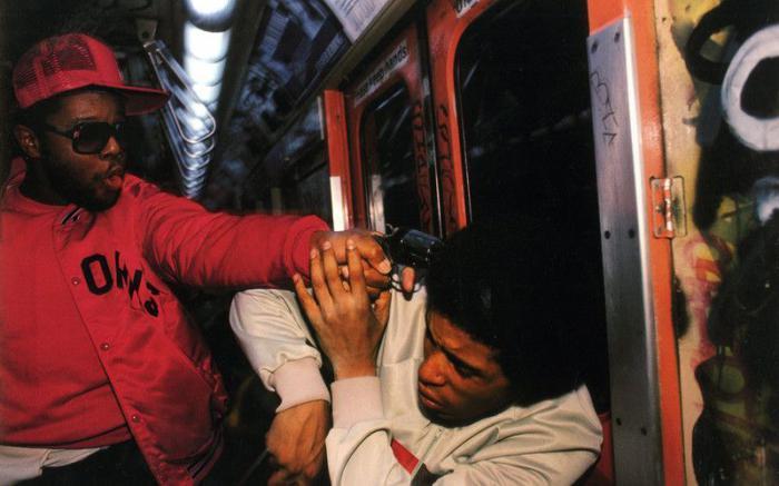 【危険地帯】1970年代NYの地下鉄で撮影されたフォトグラフィー、治安ヤバ過ぎだろ・・・・(画像)・16枚目