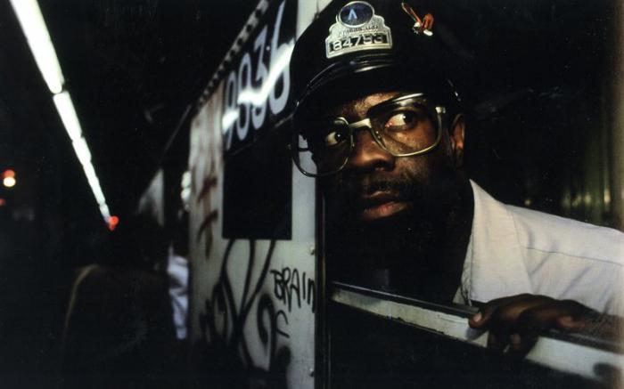 【危険地帯】1970年代NYの地下鉄で撮影されたフォトグラフィー、治安ヤバ過ぎだろ・・・・(画像)・17枚目