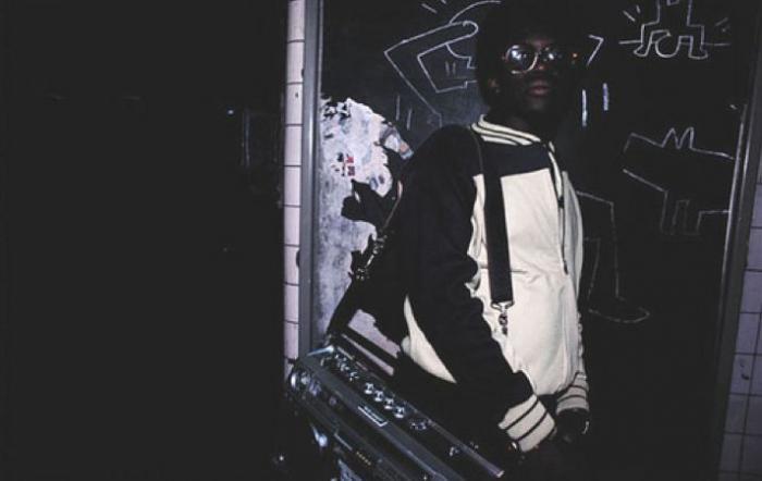 【危険地帯】1970年代NYの地下鉄で撮影されたフォトグラフィー、治安ヤバ過ぎだろ・・・・(画像)・18枚目