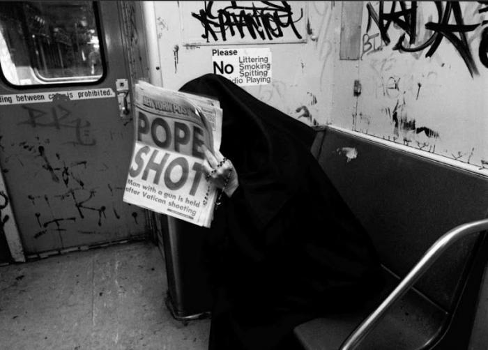 【危険地帯】1970年代NYの地下鉄で撮影されたフォトグラフィー、治安ヤバ過ぎだろ・・・・(画像)・19枚目