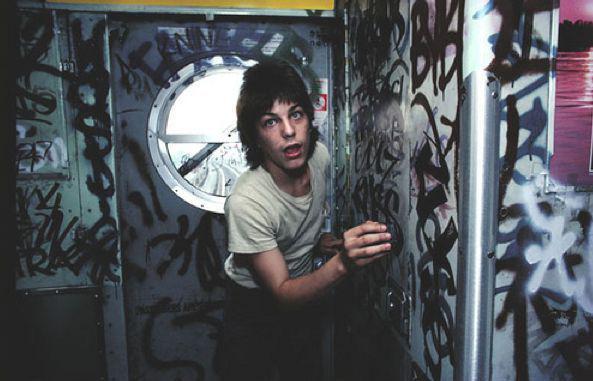 【危険地帯】1970年代NYの地下鉄で撮影されたフォトグラフィー、治安ヤバ過ぎだろ・・・・(画像)・21枚目
