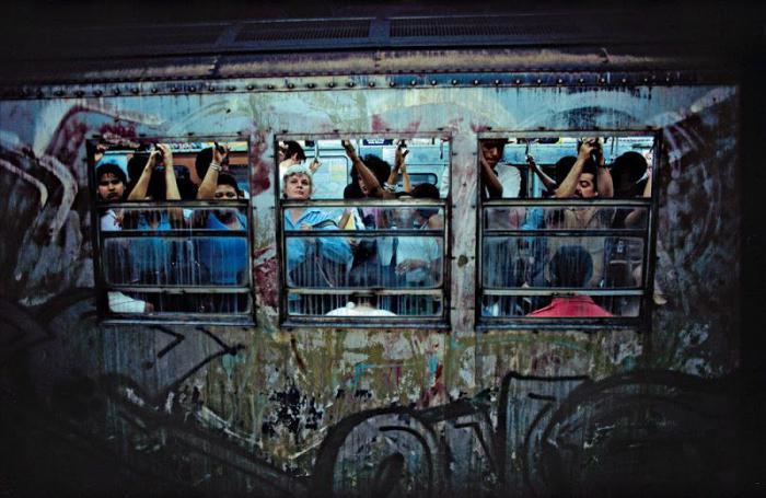 【危険地帯】1970年代NYの地下鉄で撮影されたフォトグラフィー、治安ヤバ過ぎだろ・・・・(画像)・22枚目