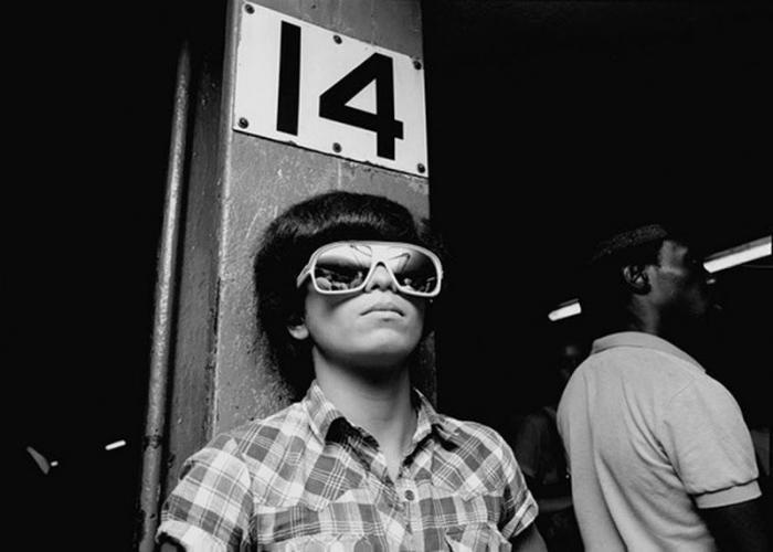 【危険地帯】1970年代NYの地下鉄で撮影されたフォトグラフィー、治安ヤバ過ぎだろ・・・・(画像)・25枚目