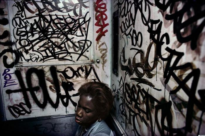 【危険地帯】1970年代NYの地下鉄で撮影されたフォトグラフィー、治安ヤバ過ぎだろ・・・・(画像)・27枚目