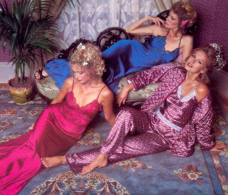 【超セクシー】今から40年前に発行されたヨーロッパ女性達のランジェリーカタログがエロ過ぎる!!・2枚目