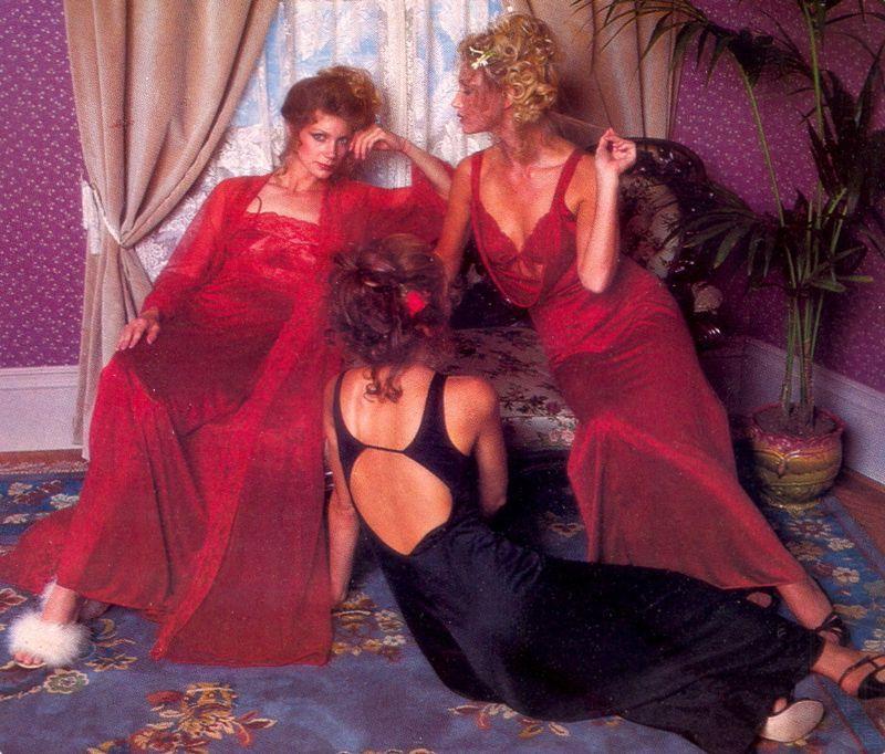【超セクシー】今から40年前に発行されたヨーロッパ女性達のランジェリーカタログがエロ過ぎる!!・10枚目