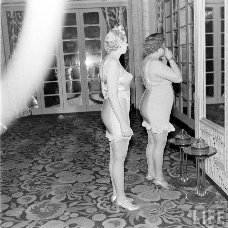 【デブ率高し】1940年、戦争真っ只中に開催された下着ファッションショーが結構エロい!!(画像あり)・4枚目
