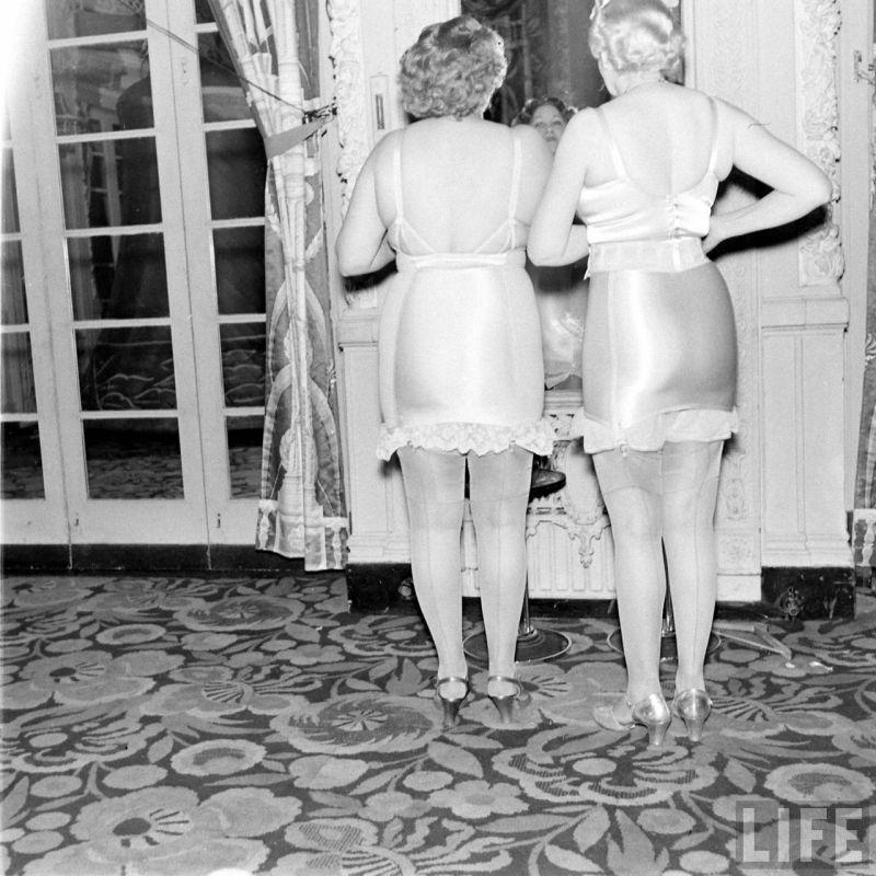 【デブ率高し】1940年、戦争真っ只中に開催された下着ファッションショーが結構エロい!!(画像あり)・7枚目